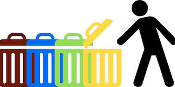 Recollida de bosses de reciclatge i cubell d'orgànica