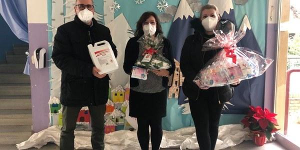 L'Ajuntament regala mascaretes i gel hidroalcohòlic a l'escola
